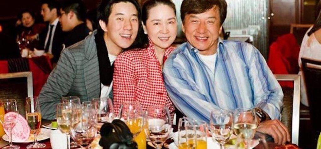 L'actrice taïwanaise Lin Feng-jiao-Know à propos de son mariage précipité et discret avec l'acteur de Hong Kong Jackie Chan et de ses 10 années glorieuses au cinéma!